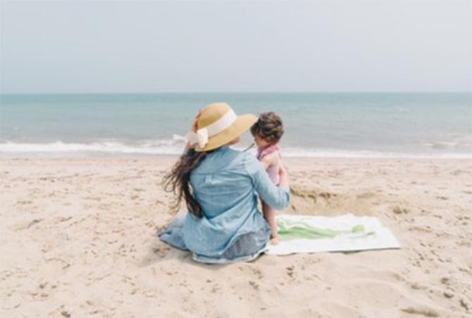 海岸の親子