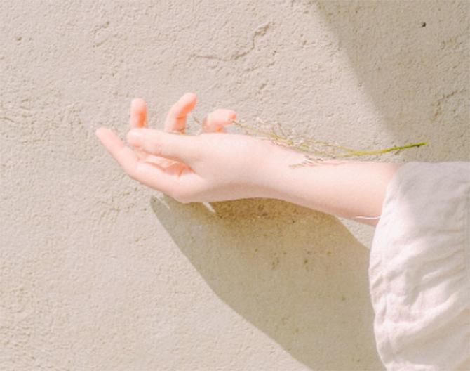 日焼けした手の美白ケア方法とおすすめアイテムをご紹介